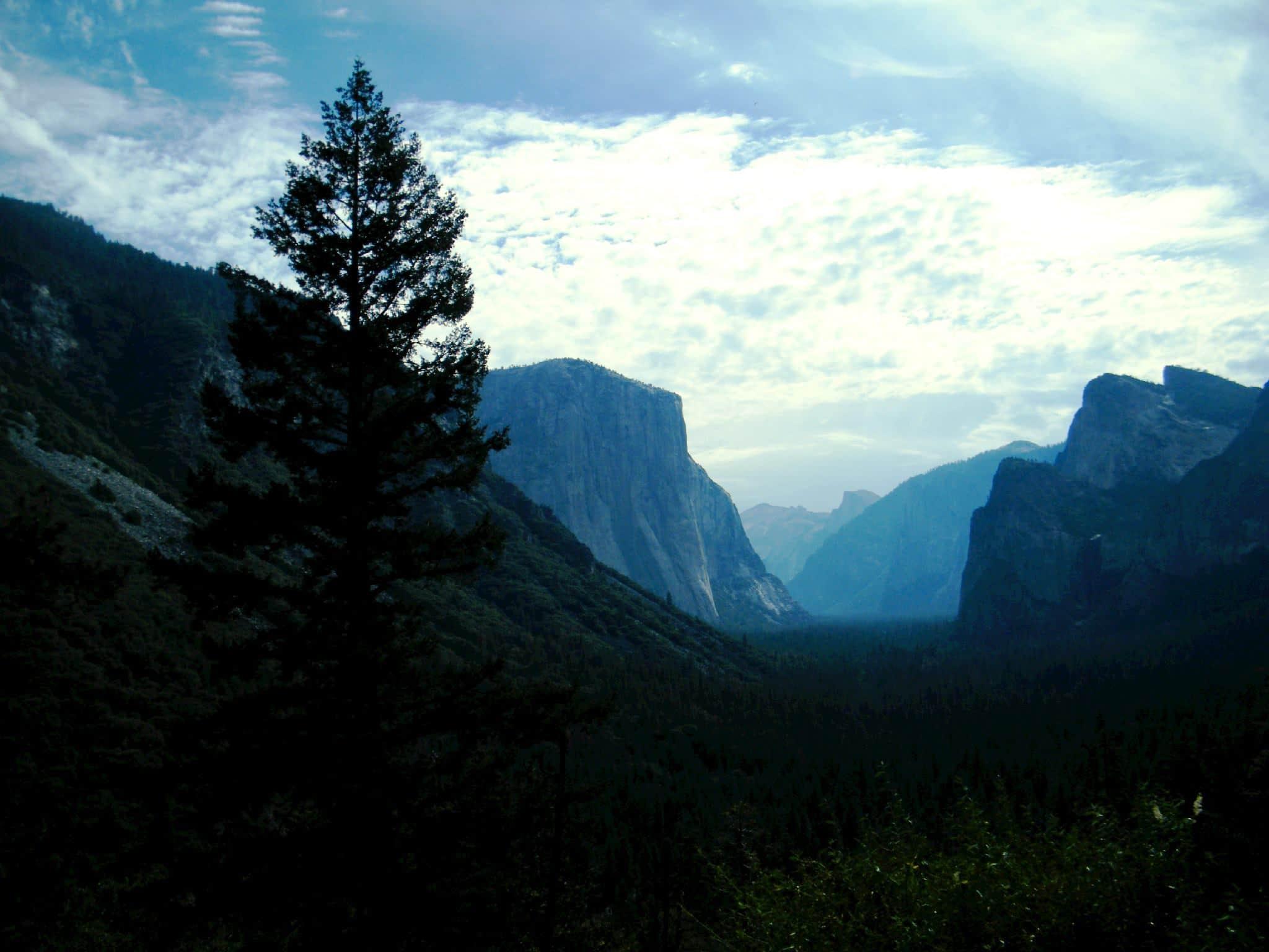 Montagnes de Yosemite à la tombée de la nuit. Ete 2015, USA.