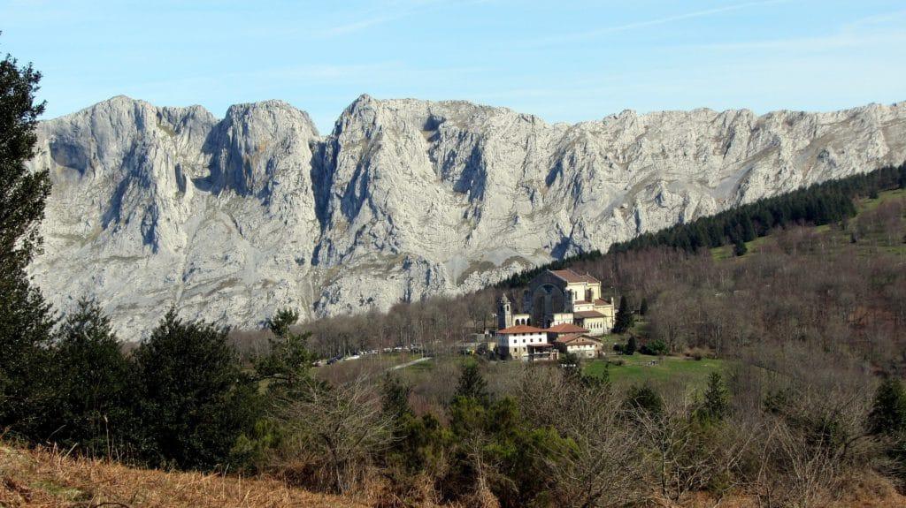 Paysage du Pays-Basque : paysage de montagne, montagne au mois de mai.
