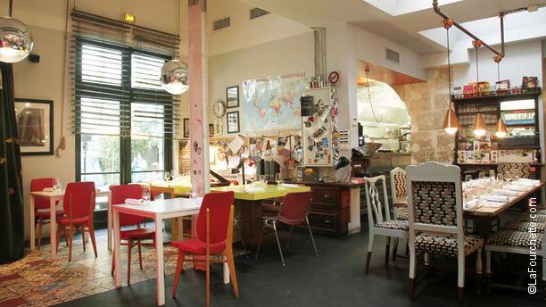 vue intérieure du restaurant Derrière à Paris