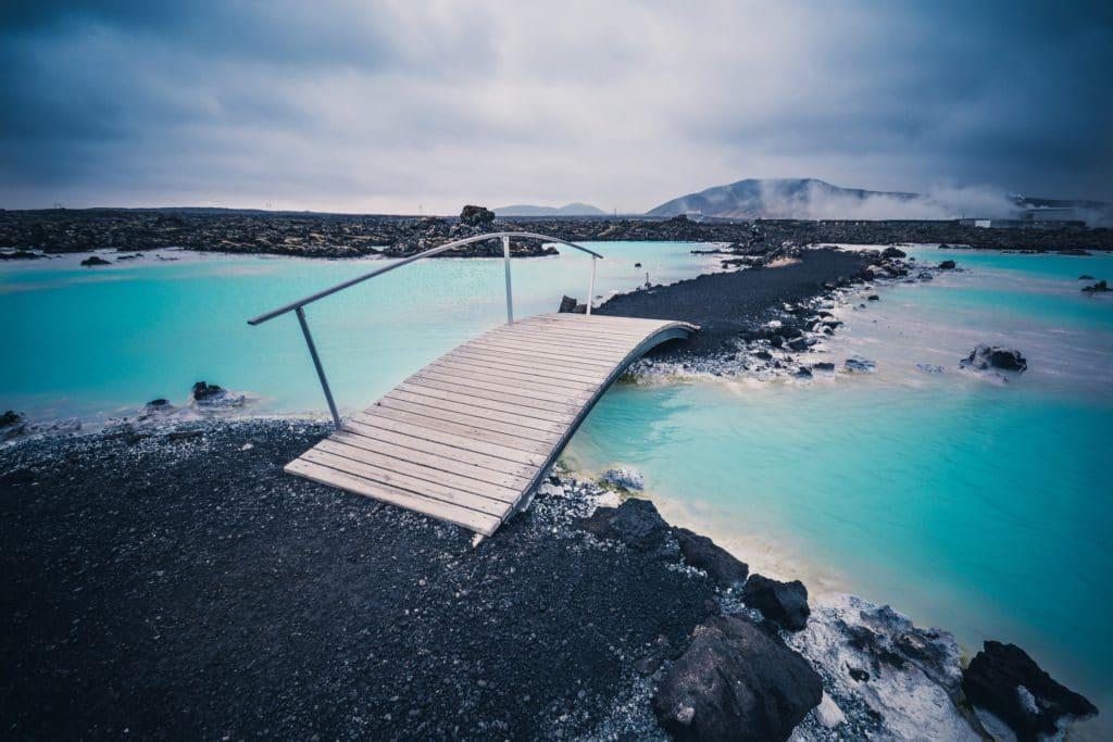 Blue Lagoon en Islande - Endroit insolite où fêter son anniversaire et y créer une carte postale.