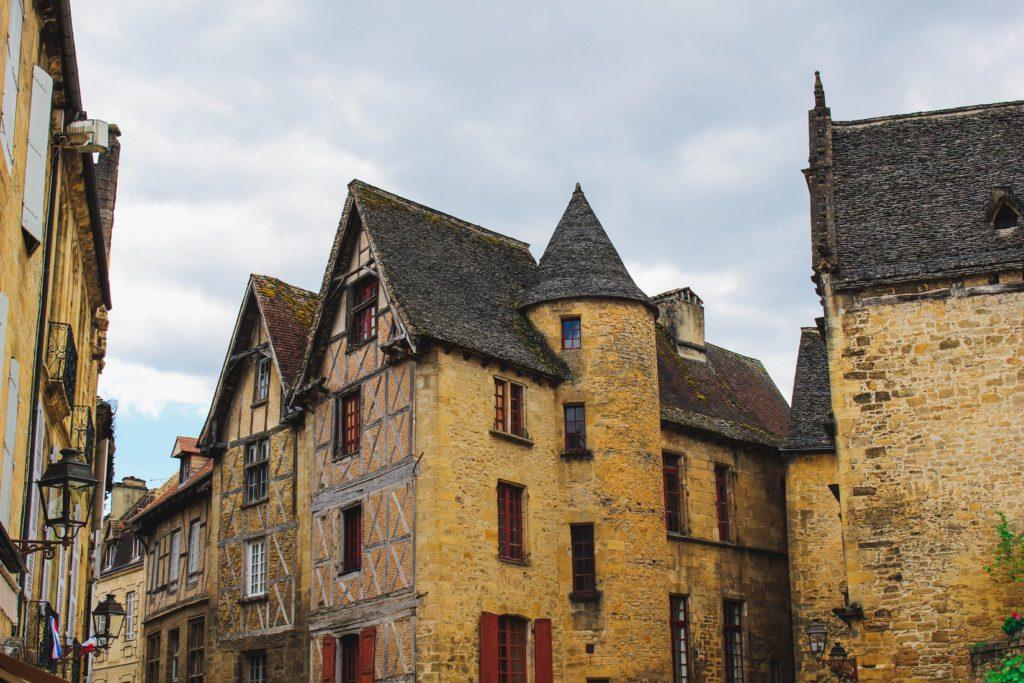 Ville médiévale de Sarlat dans la région du Périgord, France.