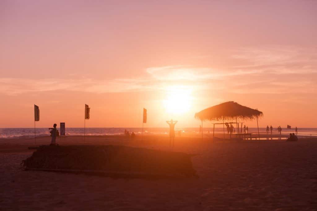 Coucher de soleil sur la plage d'Hikkaduwa au Sri Lanka