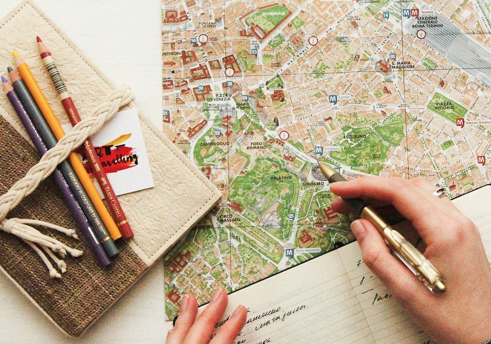 Carnet de voyage et carte de la ville de Rome