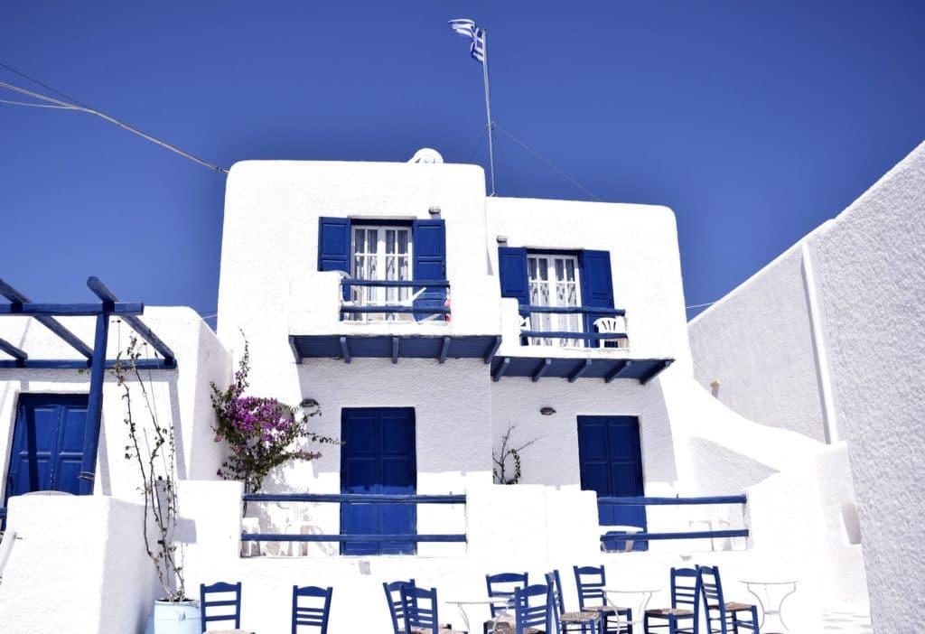 Maison traditionnelle sur l'île de Mykonos dans les Cyclades, à découvrir en juin pour des vacances ensoleillées.