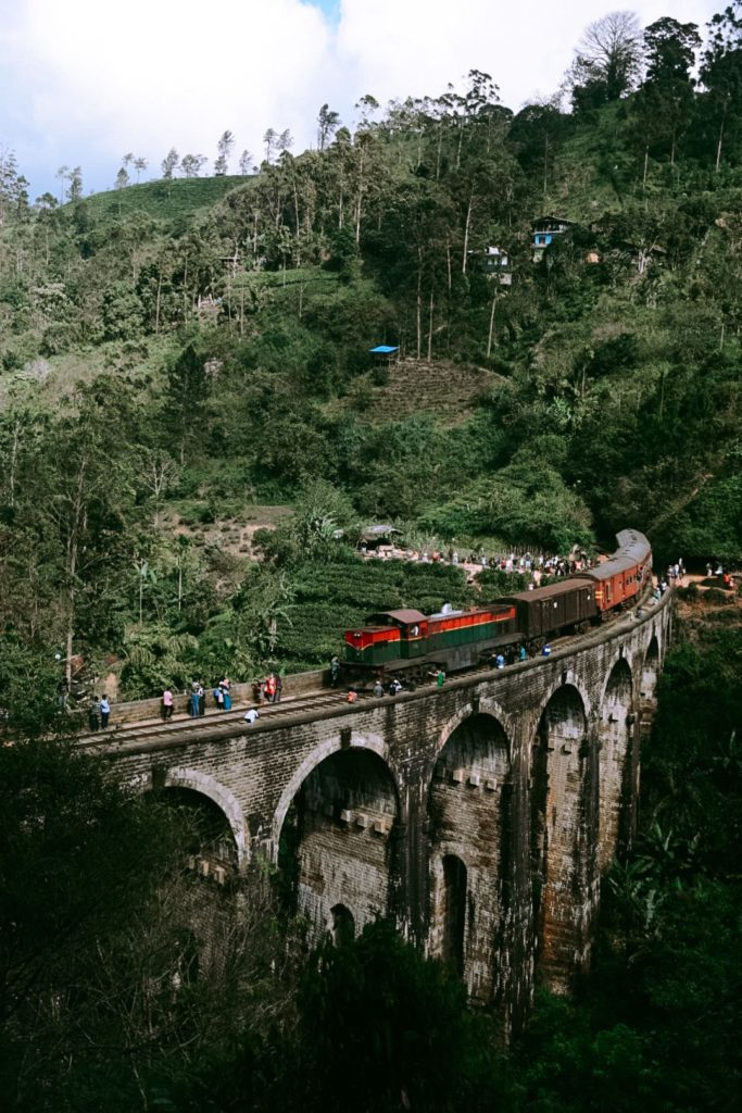 Train au 9 Arch Bridge au Sri Lanka