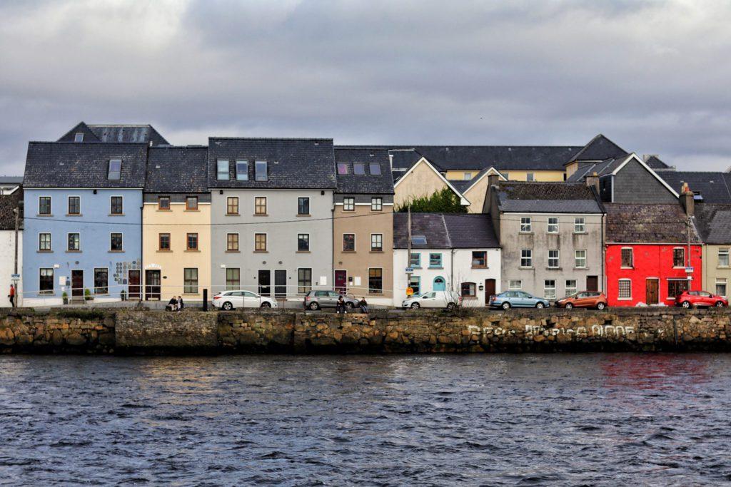 Maisons colorees de Galway lieu ou feter la Sainte-Patrick