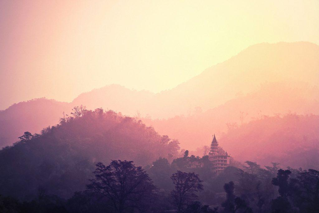 Lever du soleil à Rishikesh, retraite de yoga en Inde