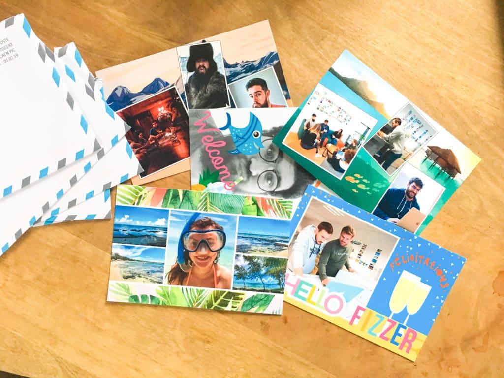 Cartes postales surprises reçues pendant l'intégration chez Fizzer.