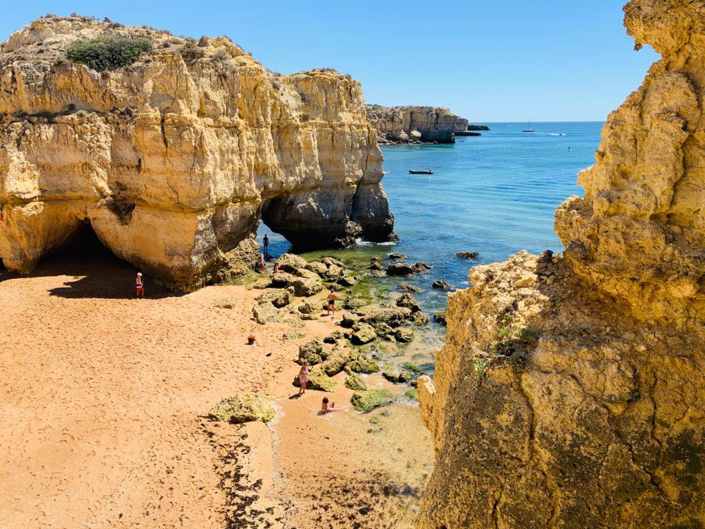 Plage de Praia de Albandeira au Sud du Portugal
