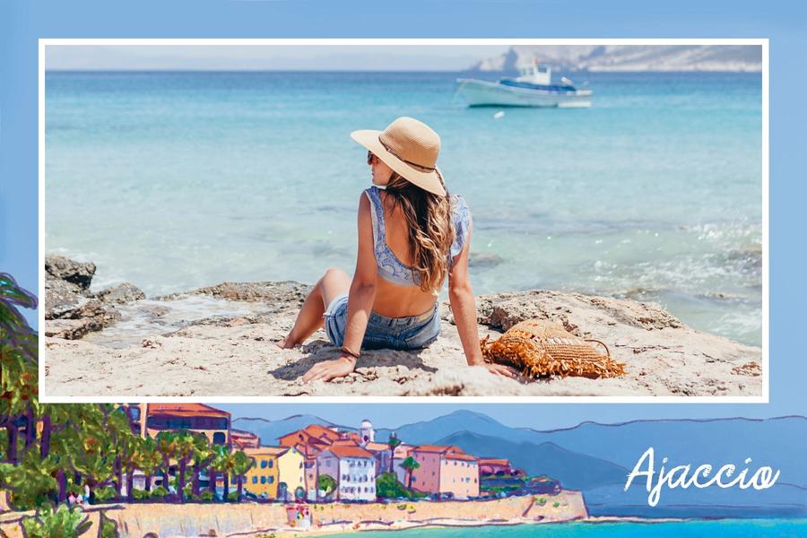 Carte postale d'Ajaccio avec plage et maisons colorees