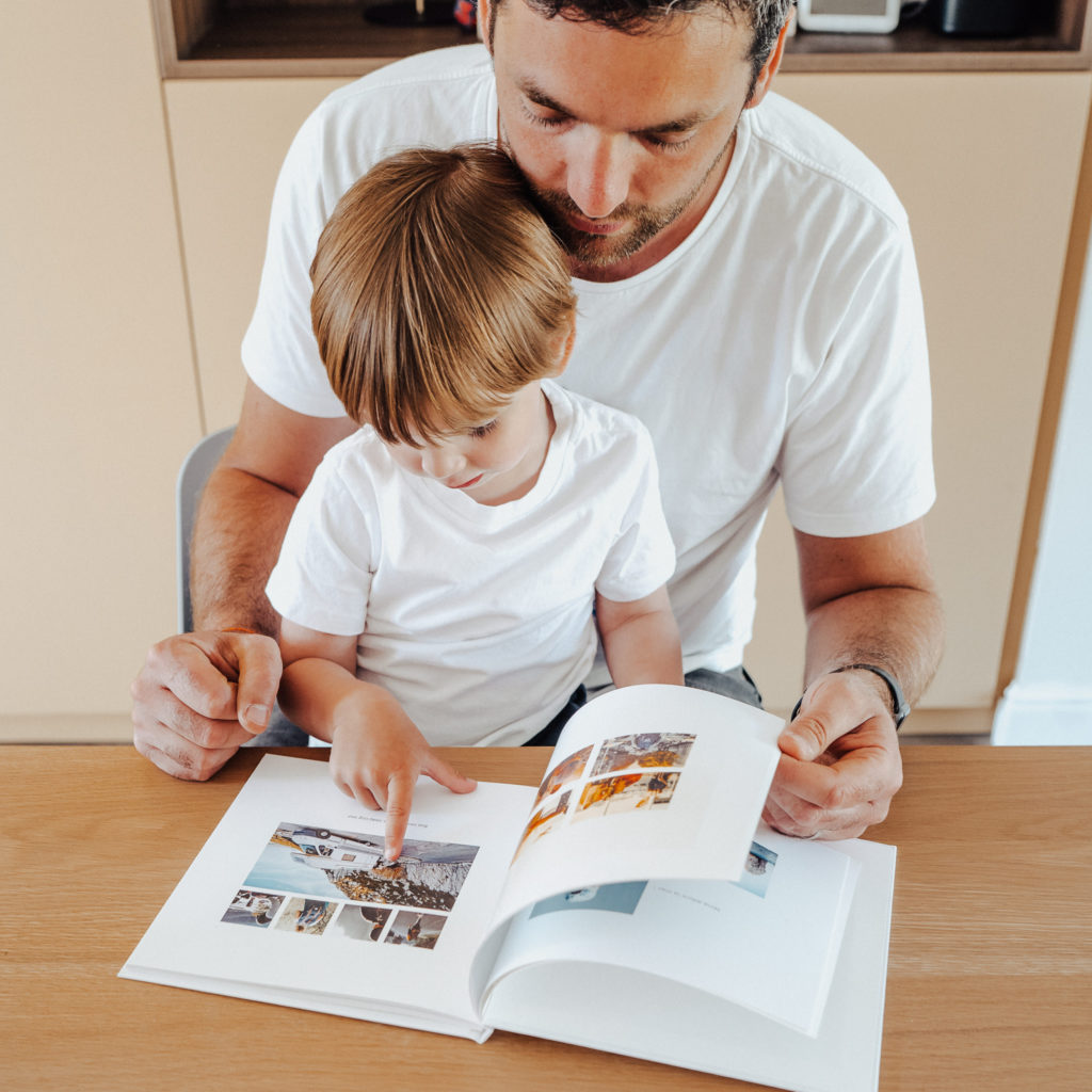 Album photo Fizzer lecture pere et fils