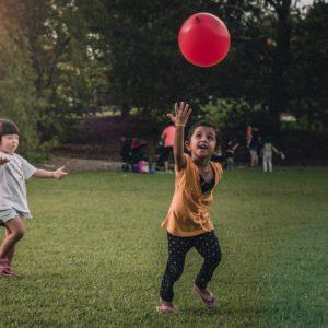 Animations anniversaire enfant ballon rouge jardin