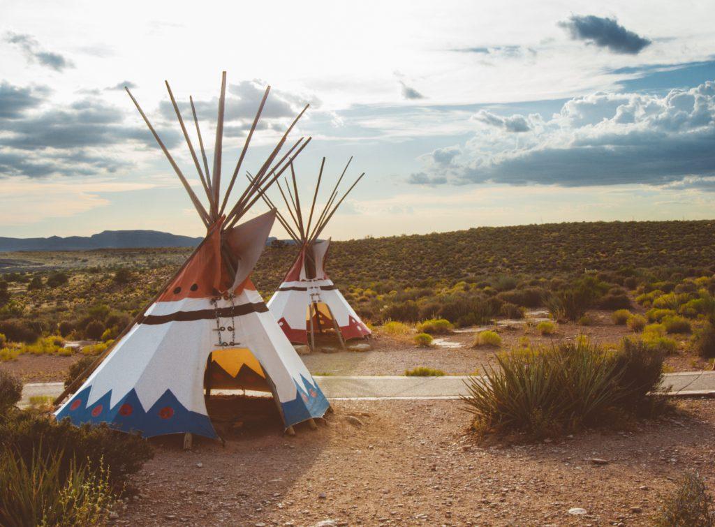tipis amerindiens pour theme anniversaire indien d'amerique