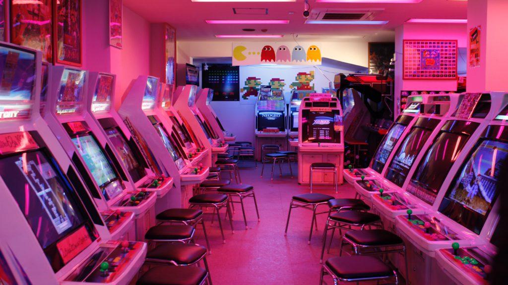 salle de jeux d'arcade pour theme anniversaire retro