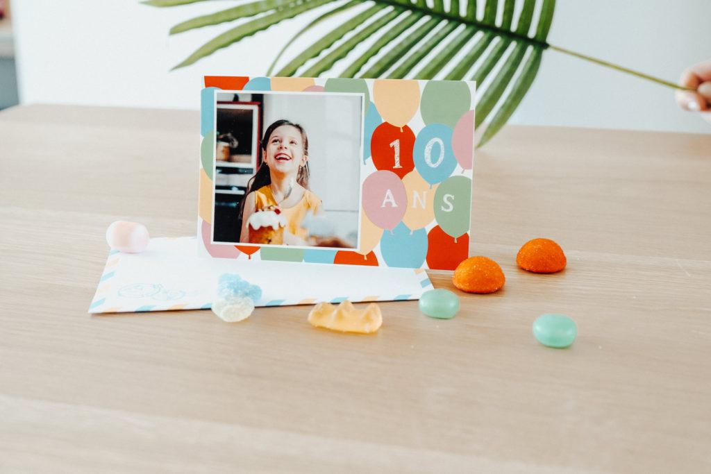 carte anniversaire pour enfant avec bonbons et enveloppe Fizzer