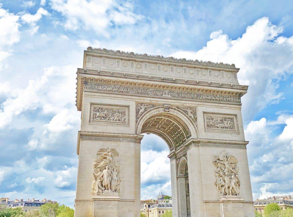 Arc-de-Triomphe, monument parisien qui abrite la tombe du soldat inconnu
