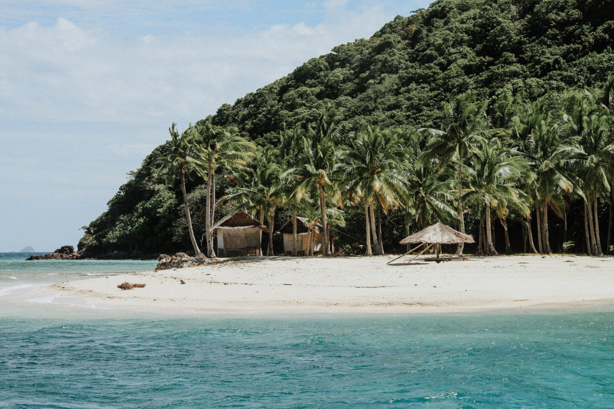 Ile et plage de l'archipel de Bacuit aux Philippines