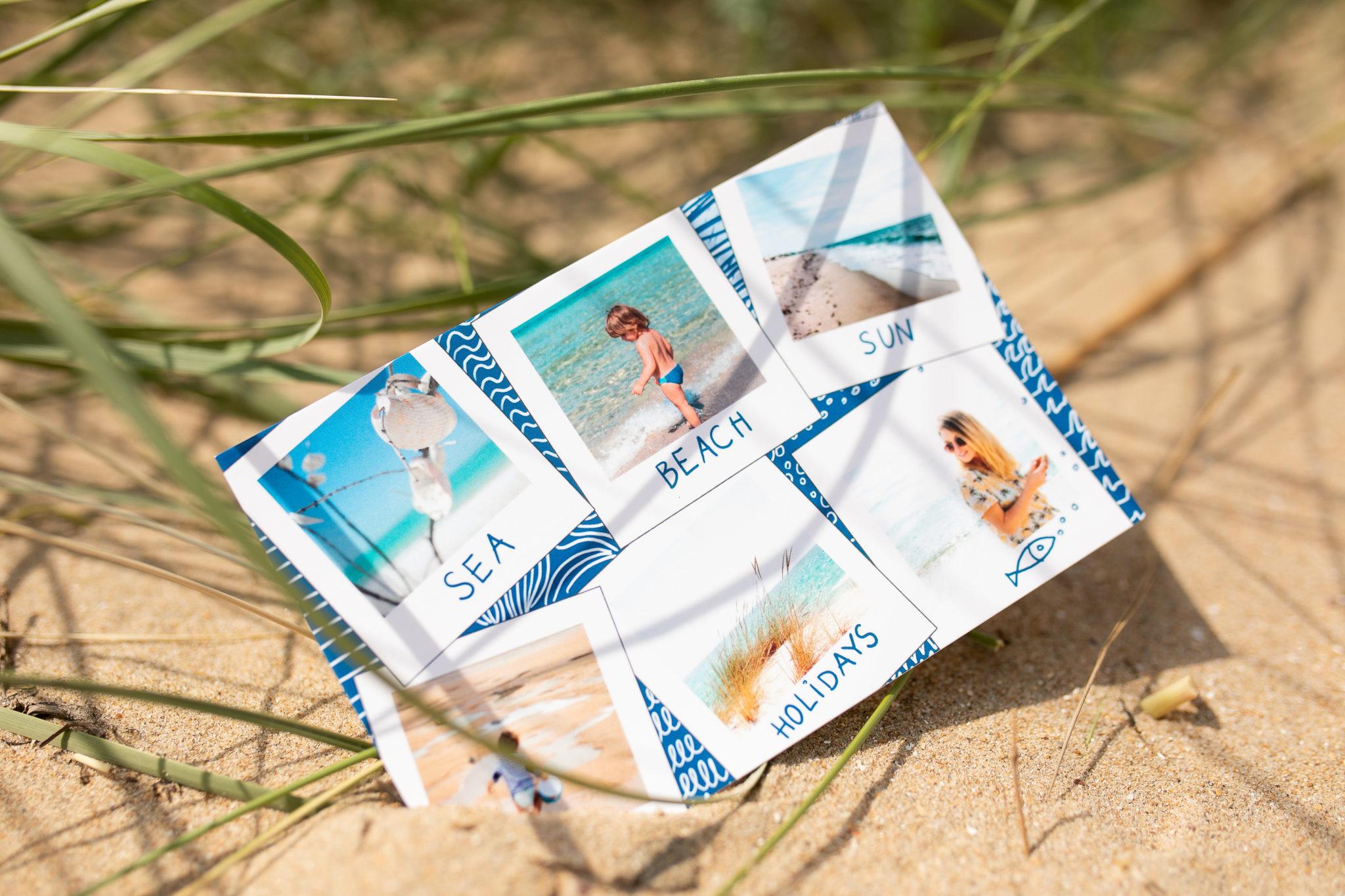 carte postale vacances a la mer et texte posee sur le sable