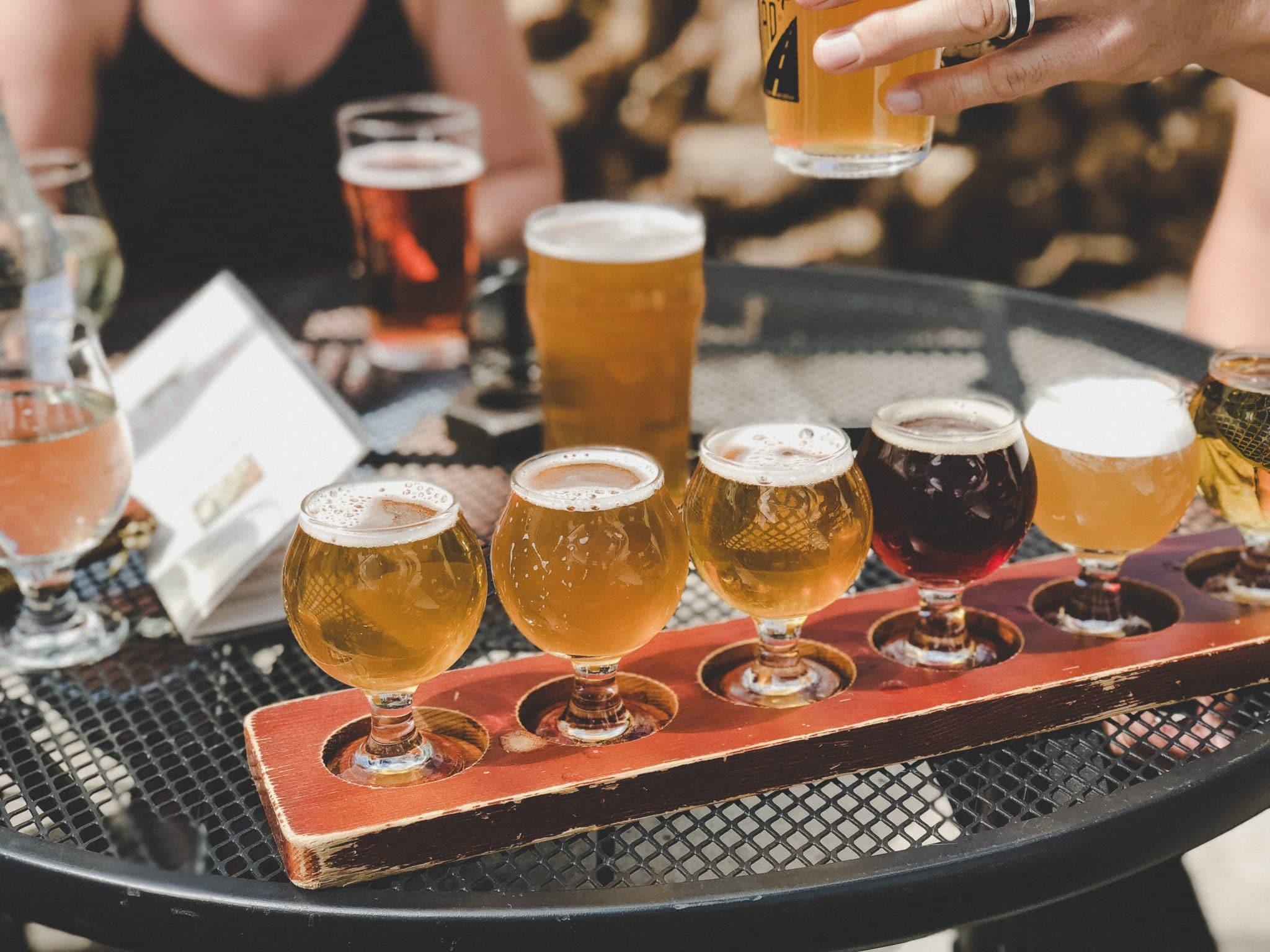 bieres sur une table