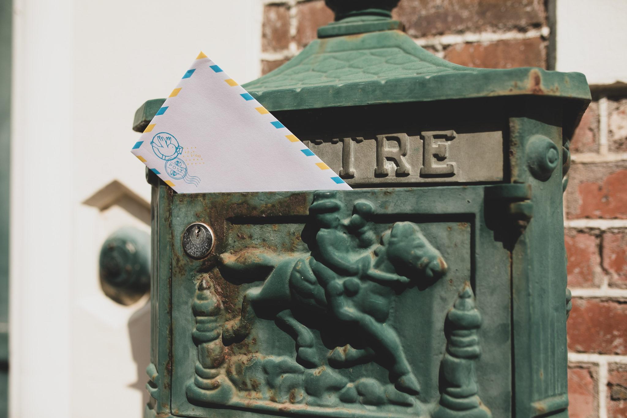 boite avec lettre a l'interieur