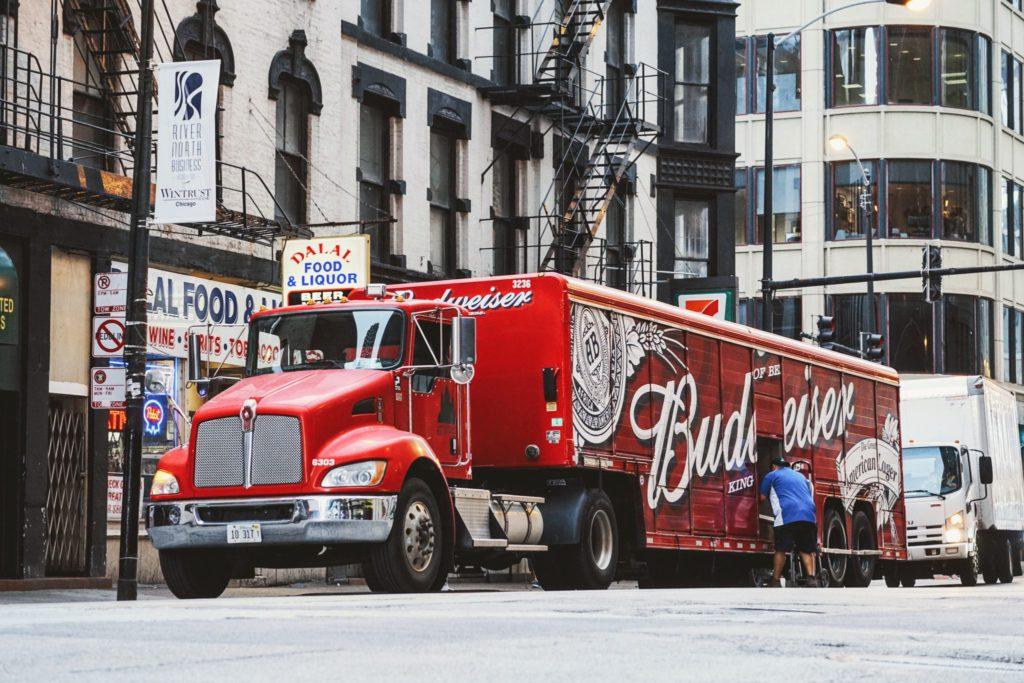Camion rouge Budweiser aux Etats-Unis