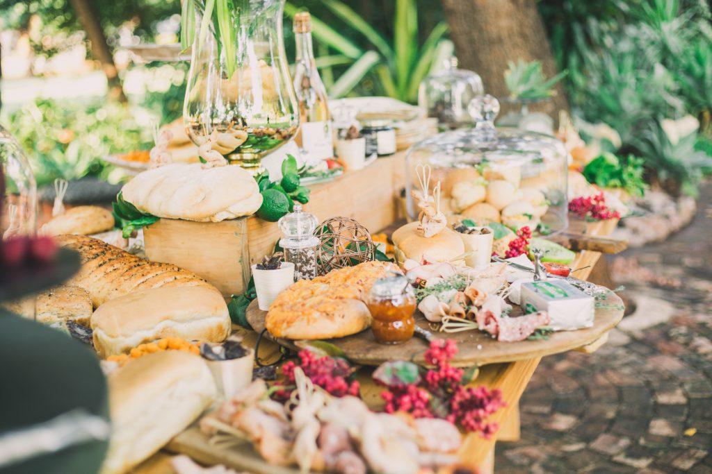 Repas avec plats du monde pour thematique anniversaire