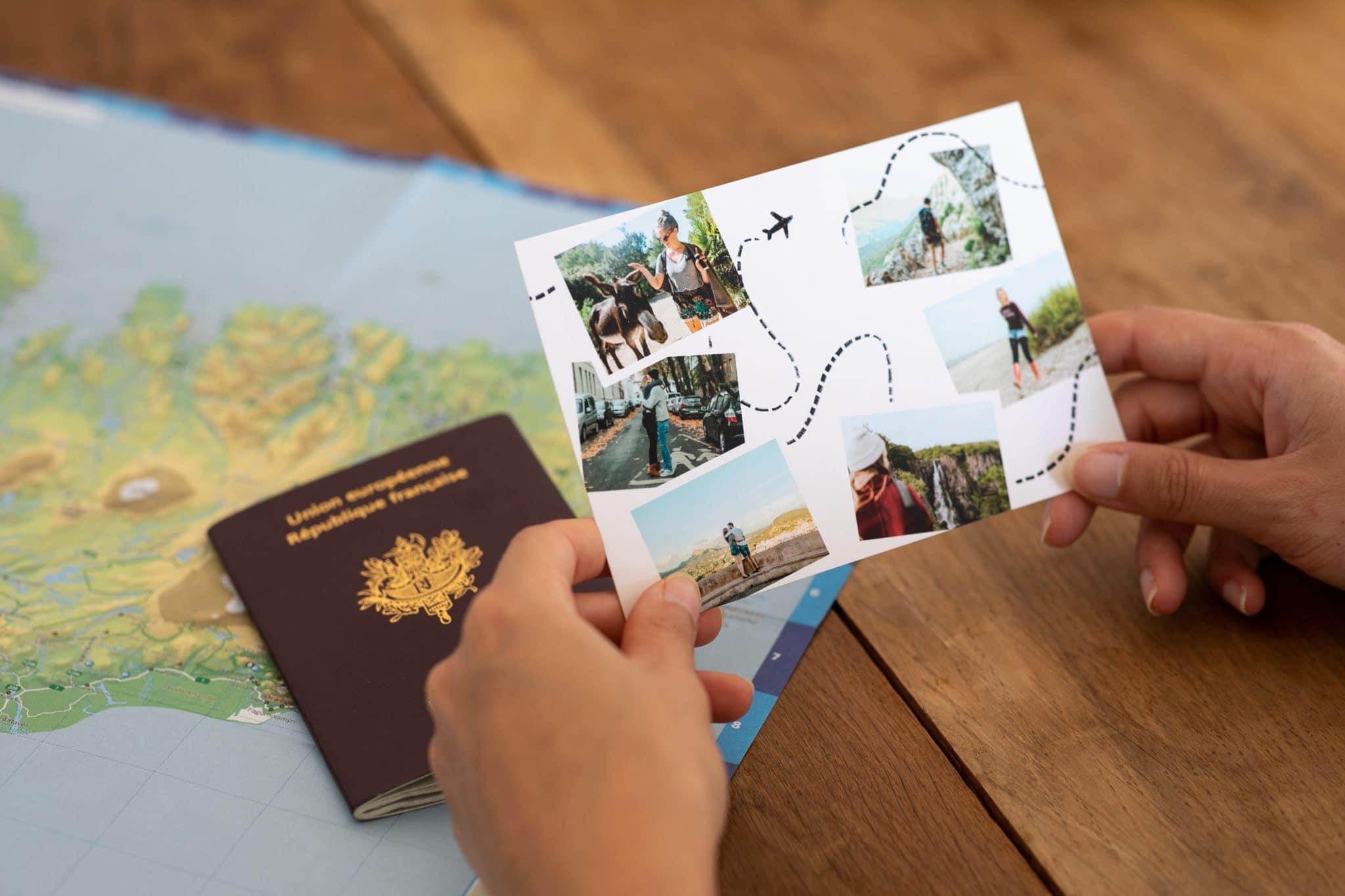 Carte postale voyage par Fizzer avec passeport et carte du monde
