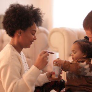 Mere avec sa fille et son mari