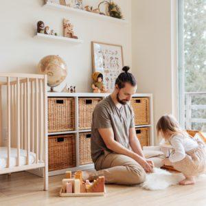 Pere jouant avec sa petite fille