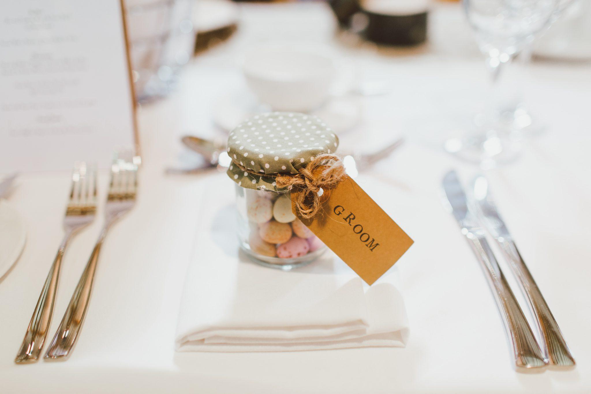 Pot de confiture en guise de cadeau de mariage pour vos invites