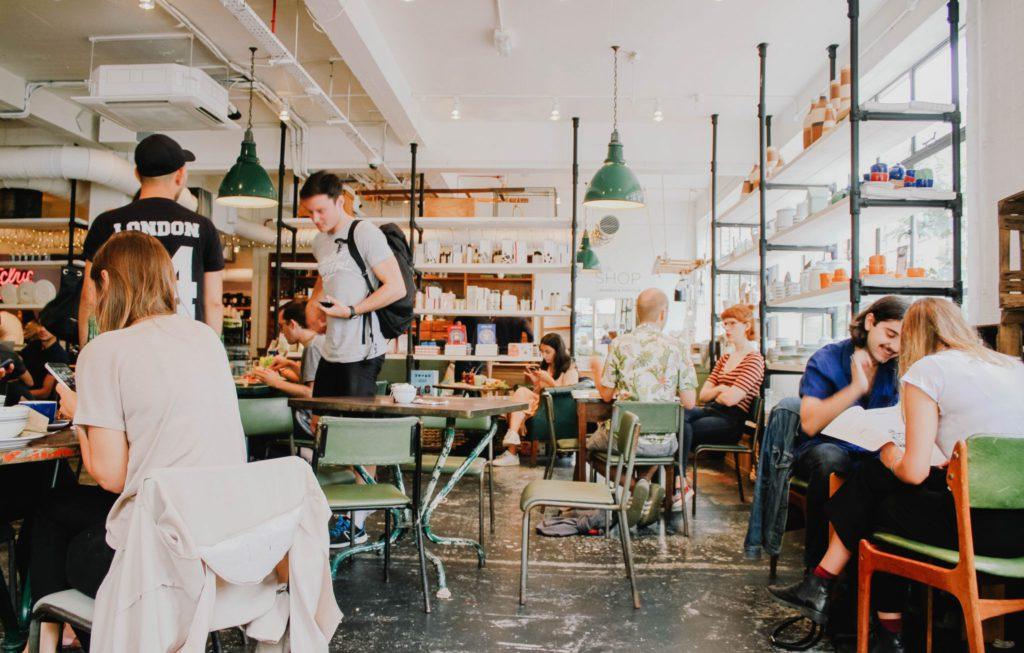 rencontre compagnon de voyage café