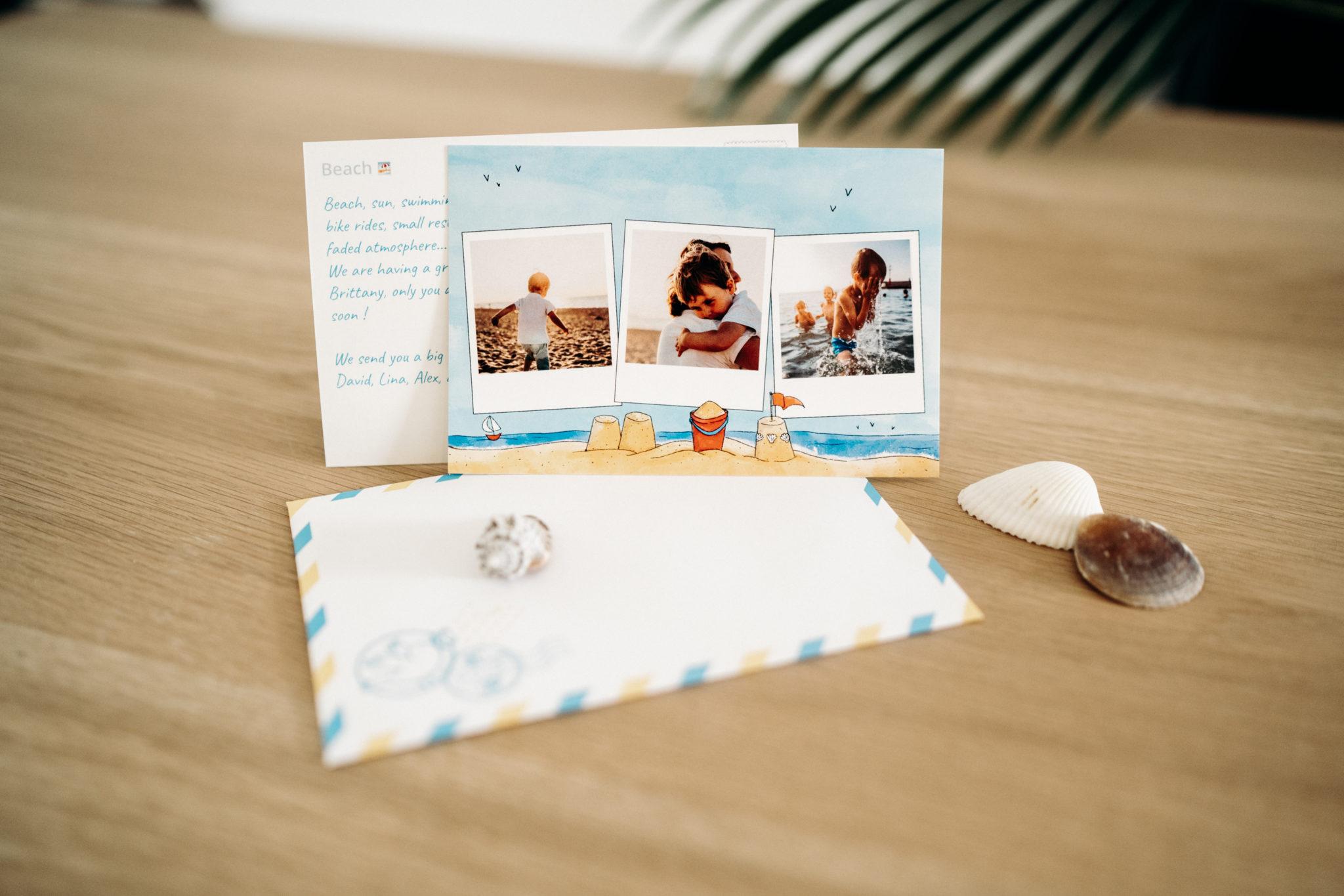 carte de la plage avec enveloppe et coquillages