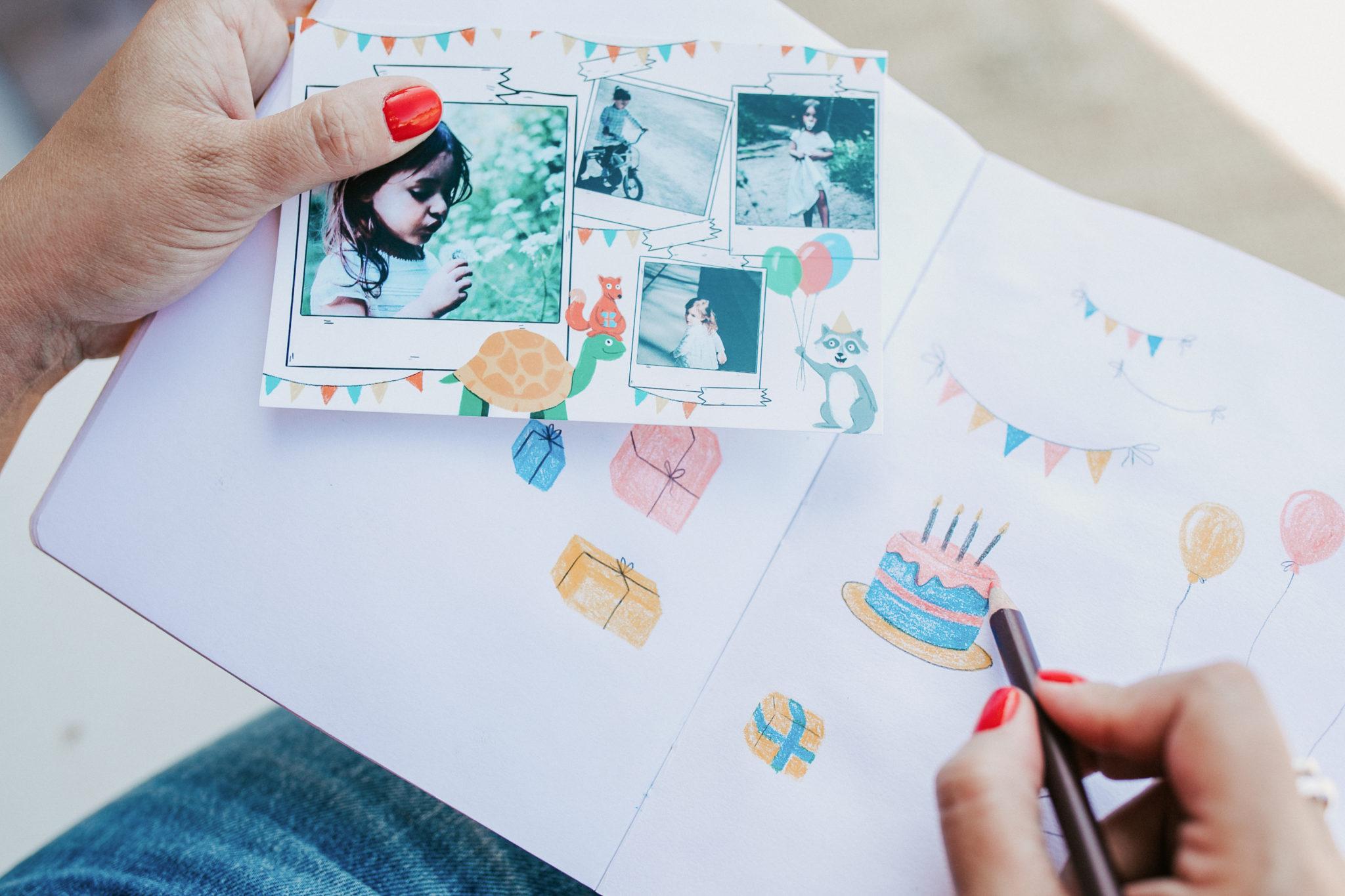 carte postale enfant avec carnet dessins d'anniversaire