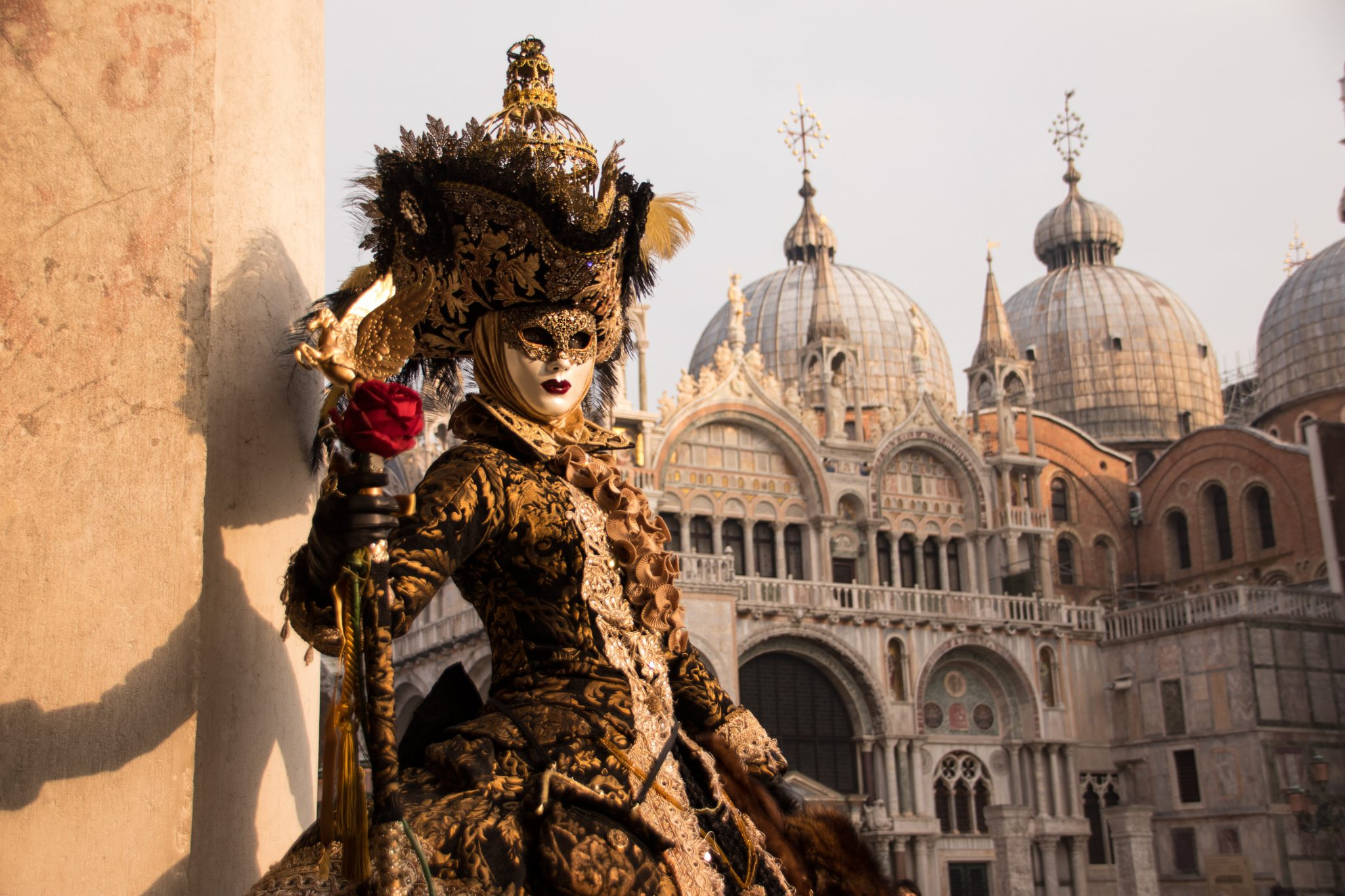 Les Mattacini, ces drôles de clowns lanceurs d'œufs du Carnaval de Venise