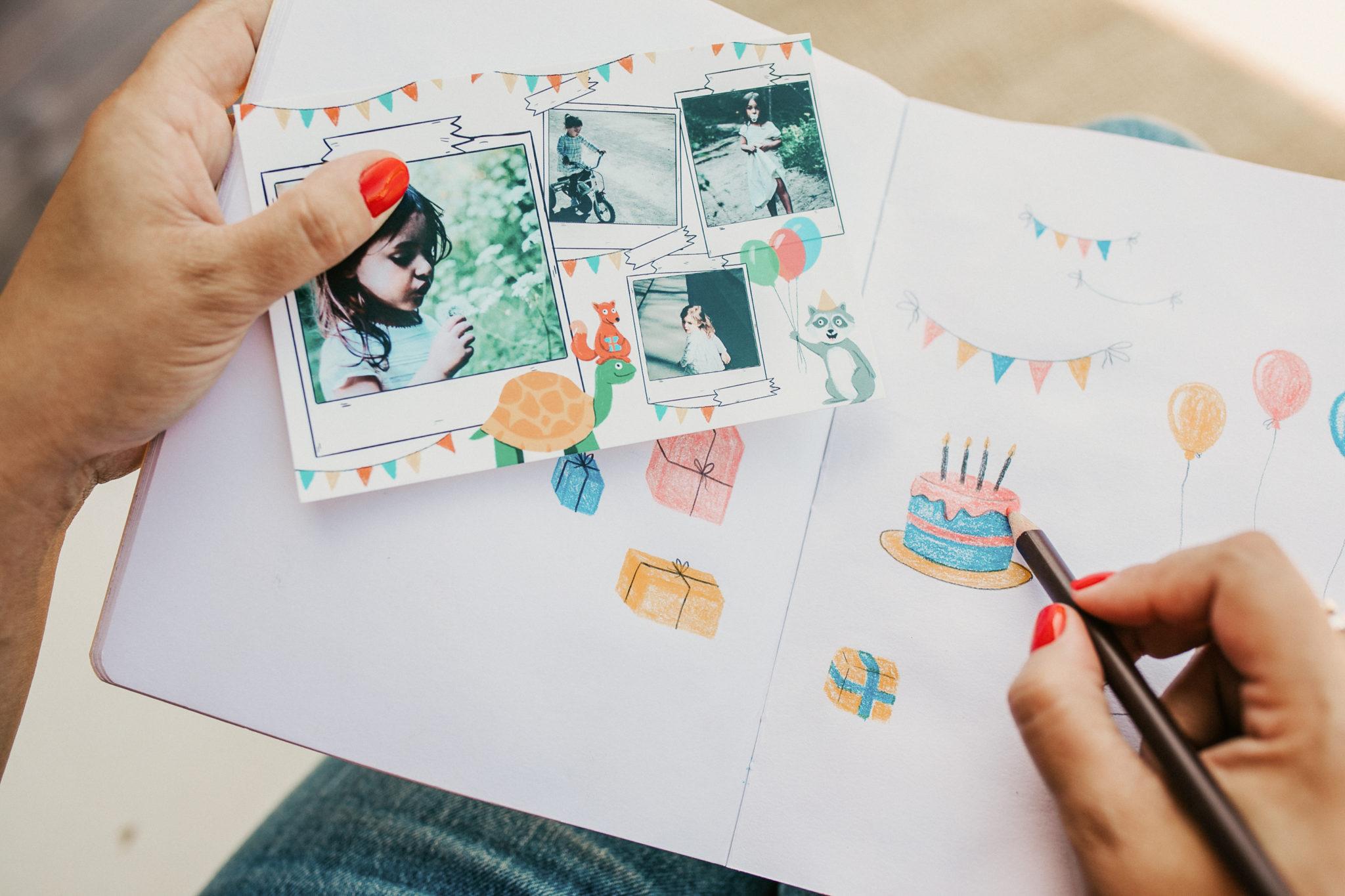 carte sur fond carnet avec dessins anniversaire