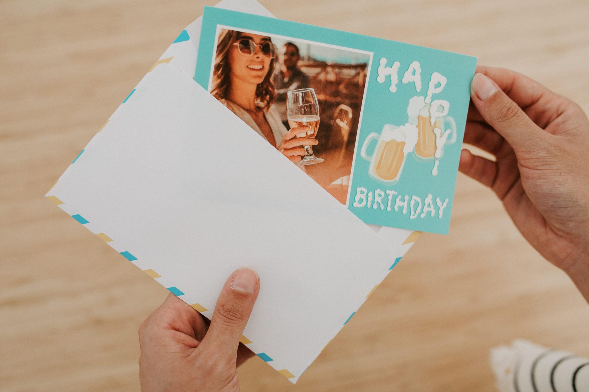 carte postale anniversaire avec bieres