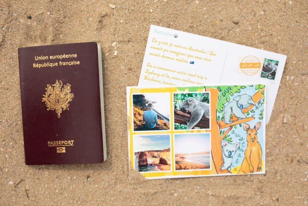 Passeport et carte postale d'Australie