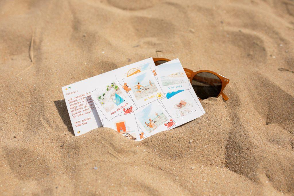Carte postale d'été et lunettes de soleil orange