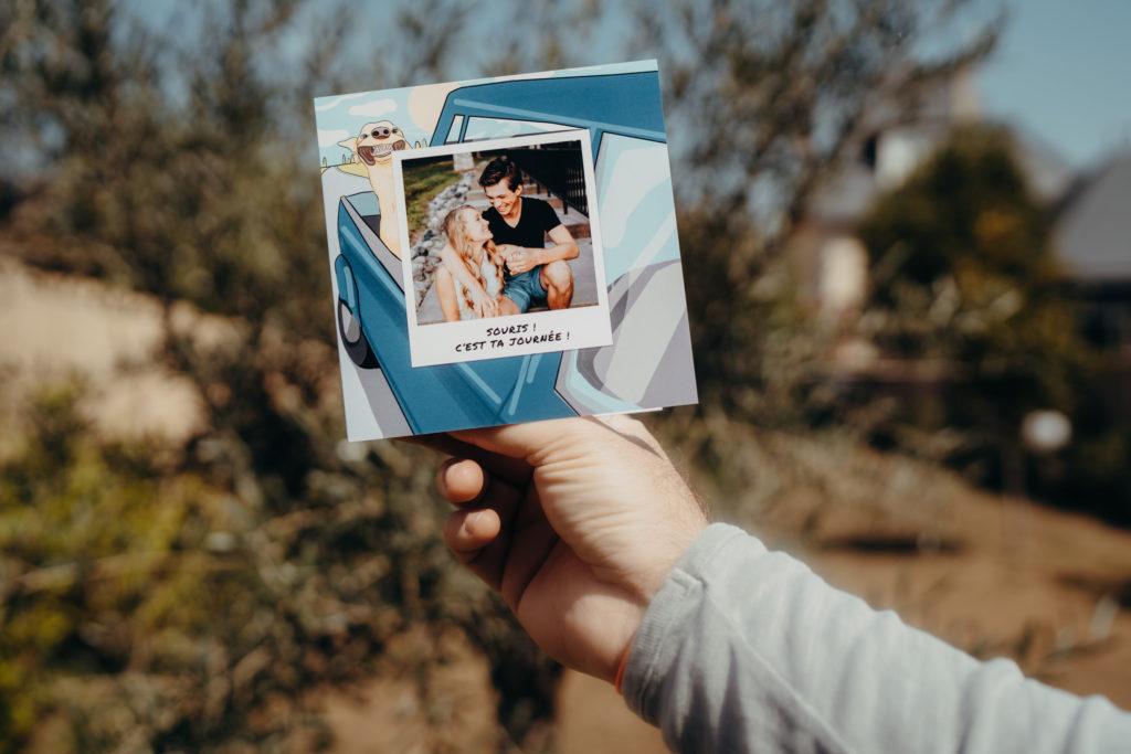 carte drole avec couple et chien dans voiture