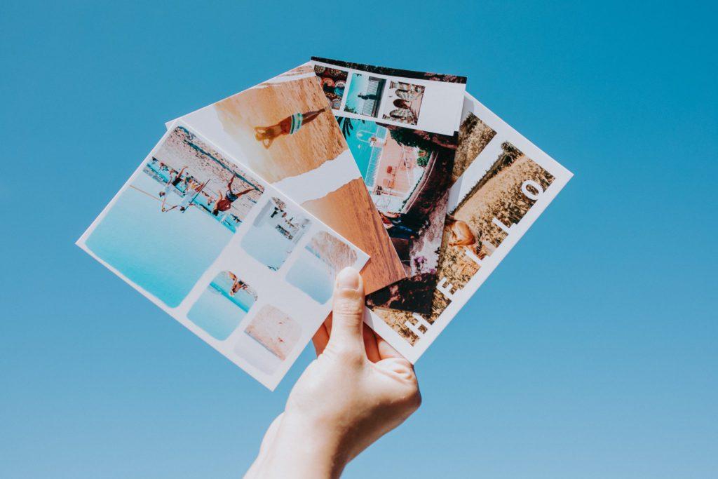 carte fizzer multi-photos en éventail face au ciel