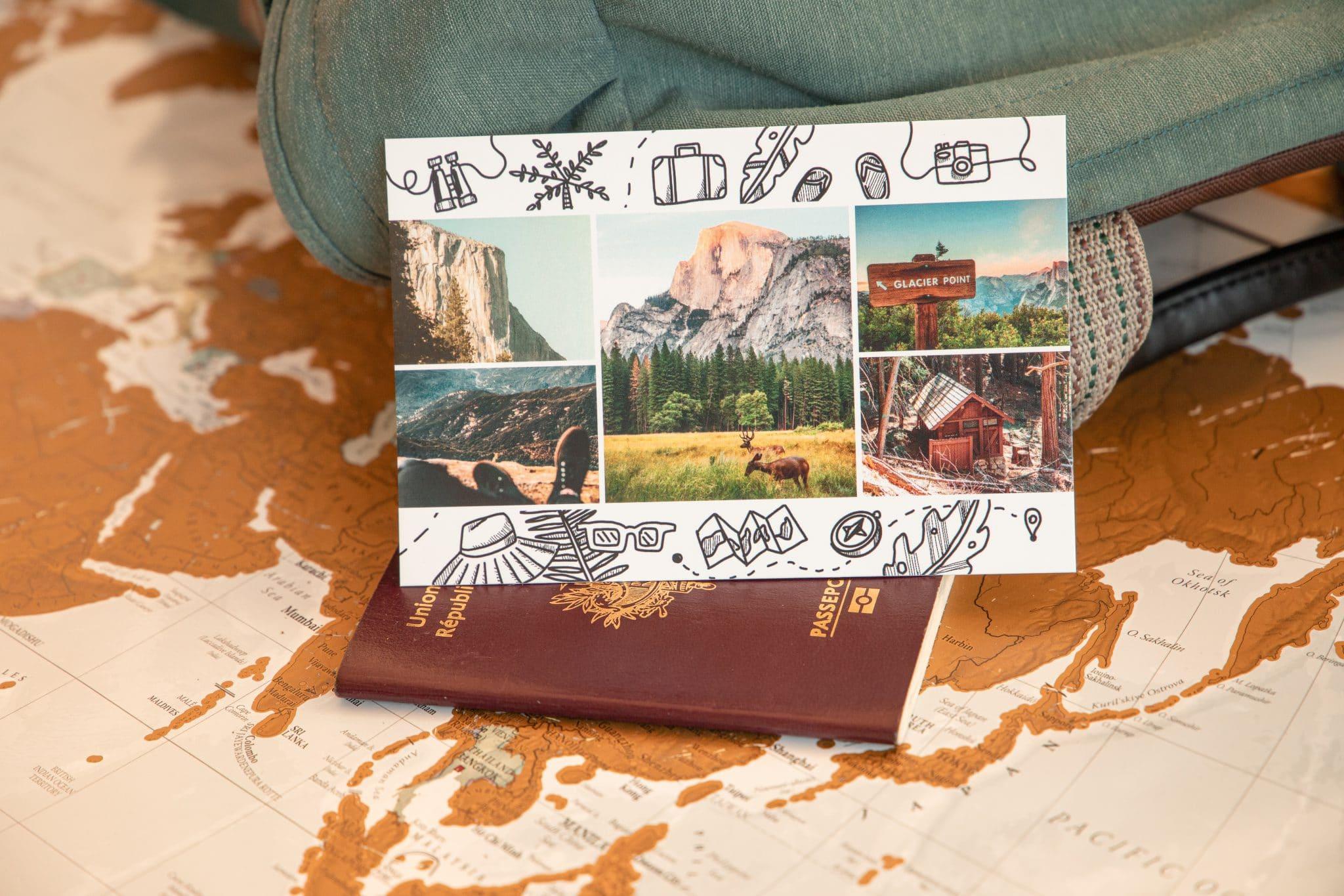 carte postale globe trotter avec sac a dos et passeport
