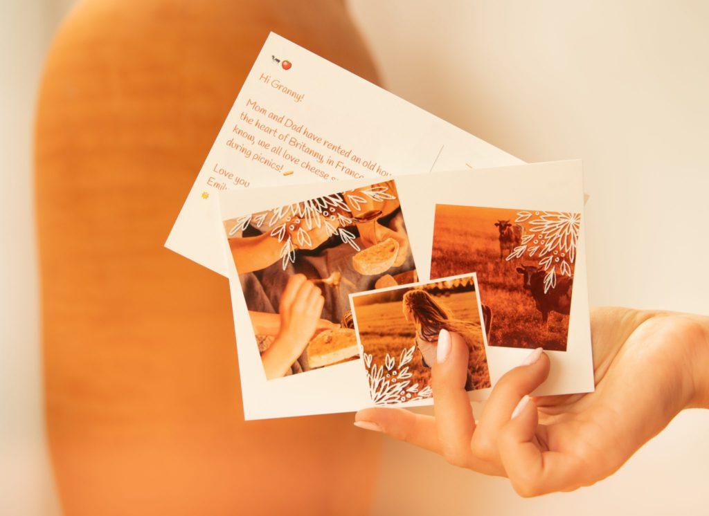 carte multi-photos sur fond orange