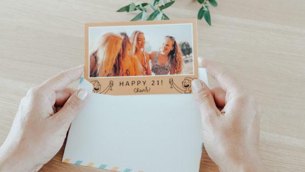 Carte postale Fizzer en anglais pour 21 ans
