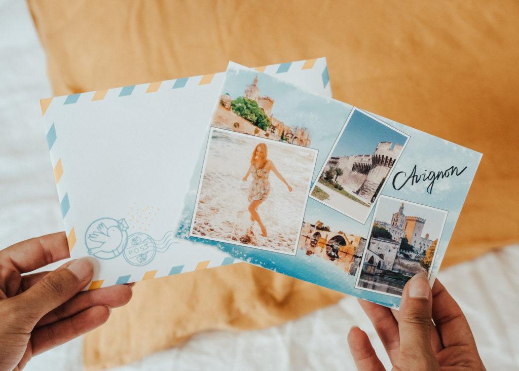 Carte postale d'Avignon a envoyer amis pour vacances d'ete
