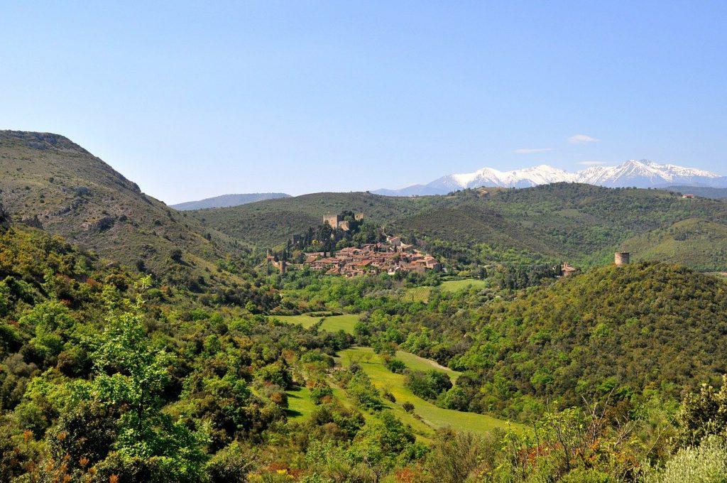 Village de Castelnou Pyrenees