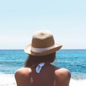 Chapeau à mettre dans son sac de plage pour l'été