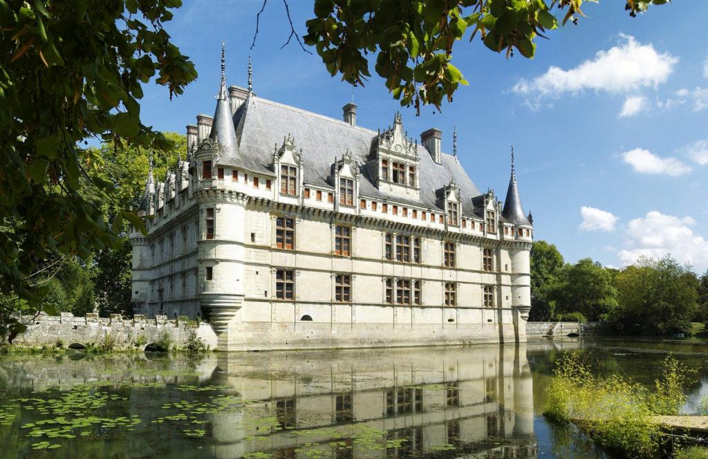 Chateau d'Azay-le-Rideau dans la Loire region Centre-Val de Loire