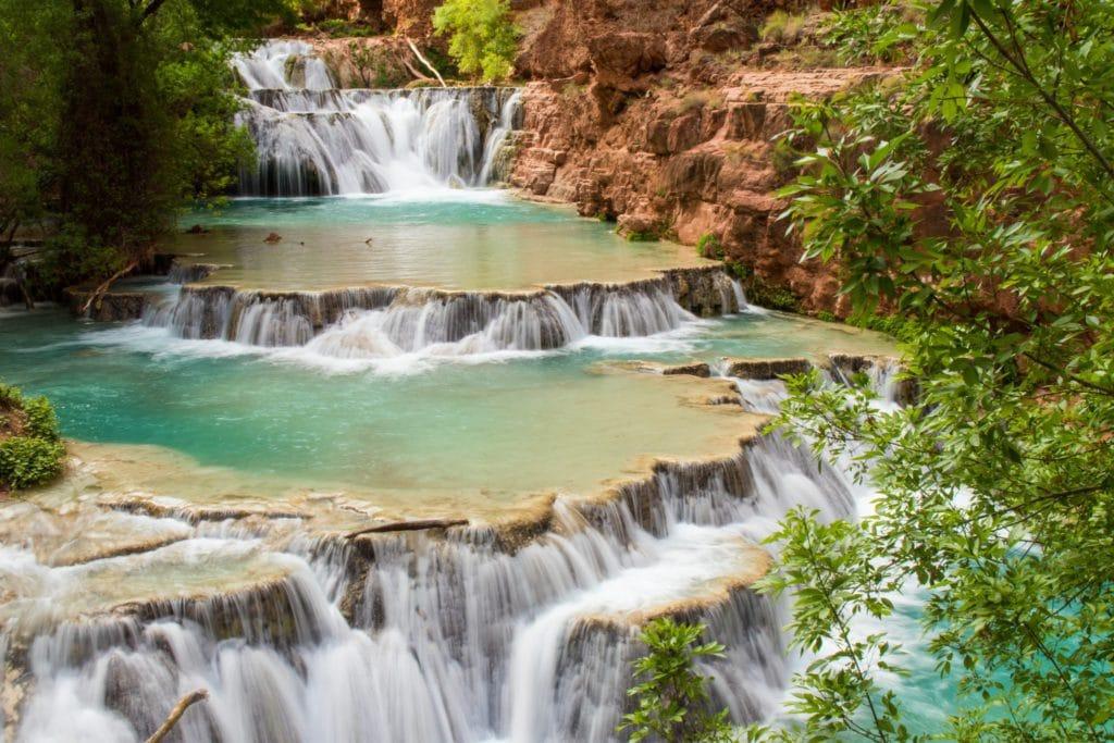 Chute d'eau en cascade à Havasupai