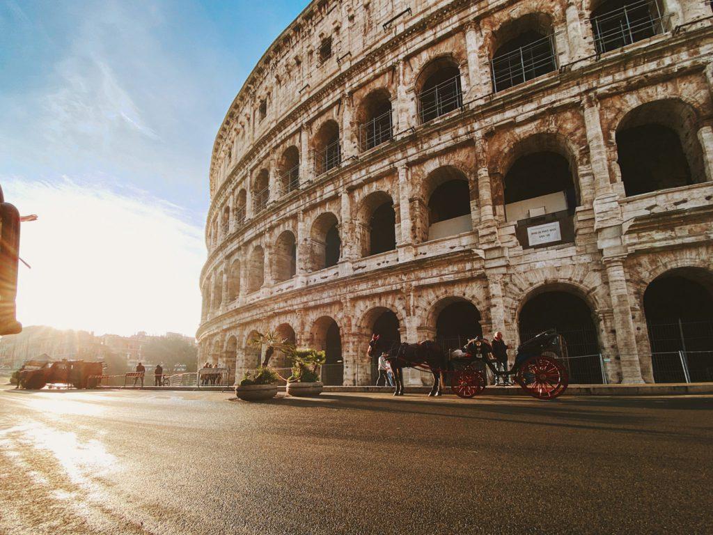 Colisee a Rome en Italie lune des 7 merveilles du monde moderne a etre situee en Europe