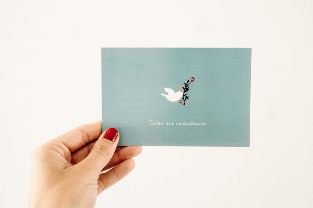 carte condoleances bleue avec colombe